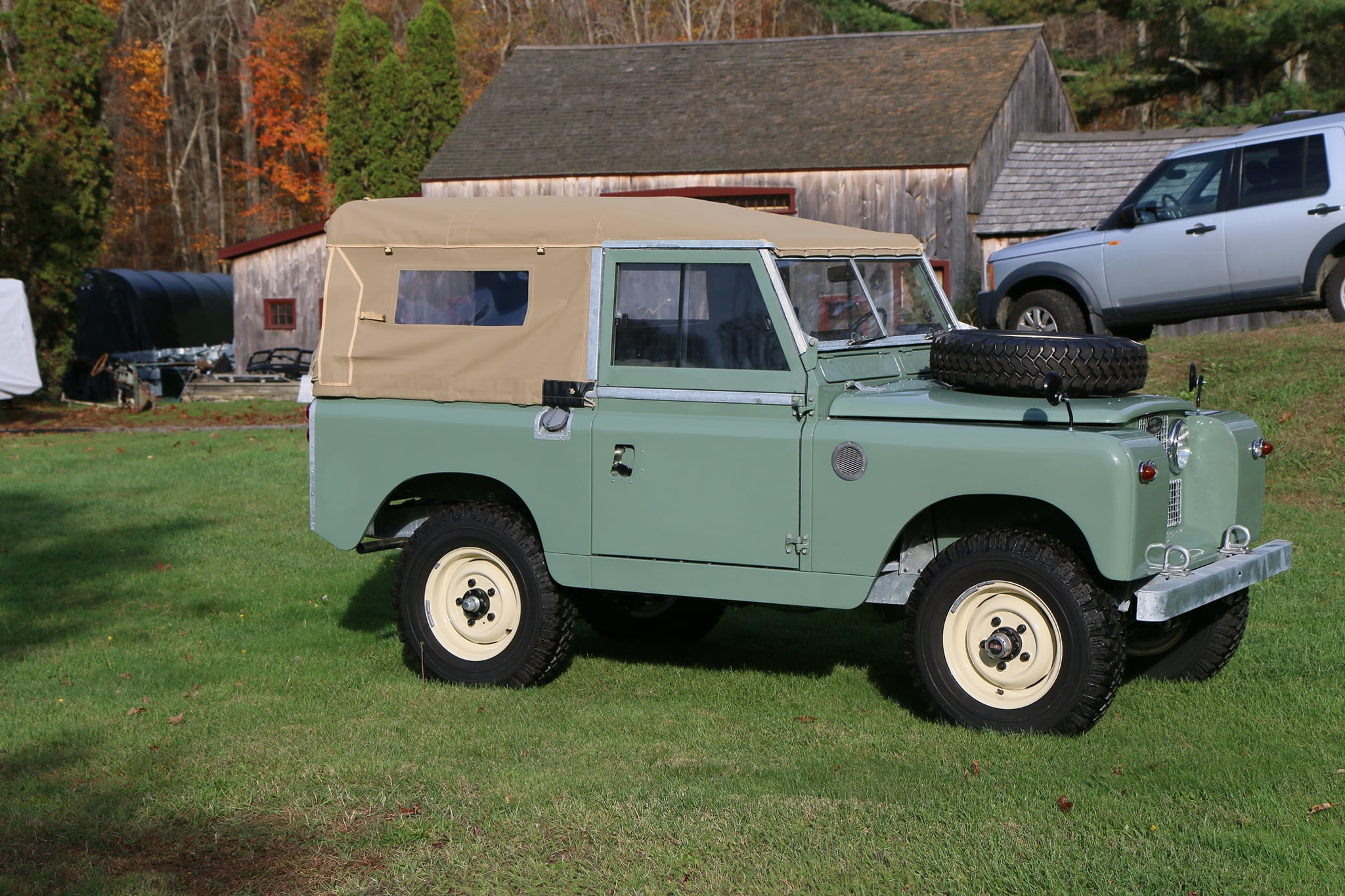 1965 Land Rover Series IIA Pastel Green Photo 2