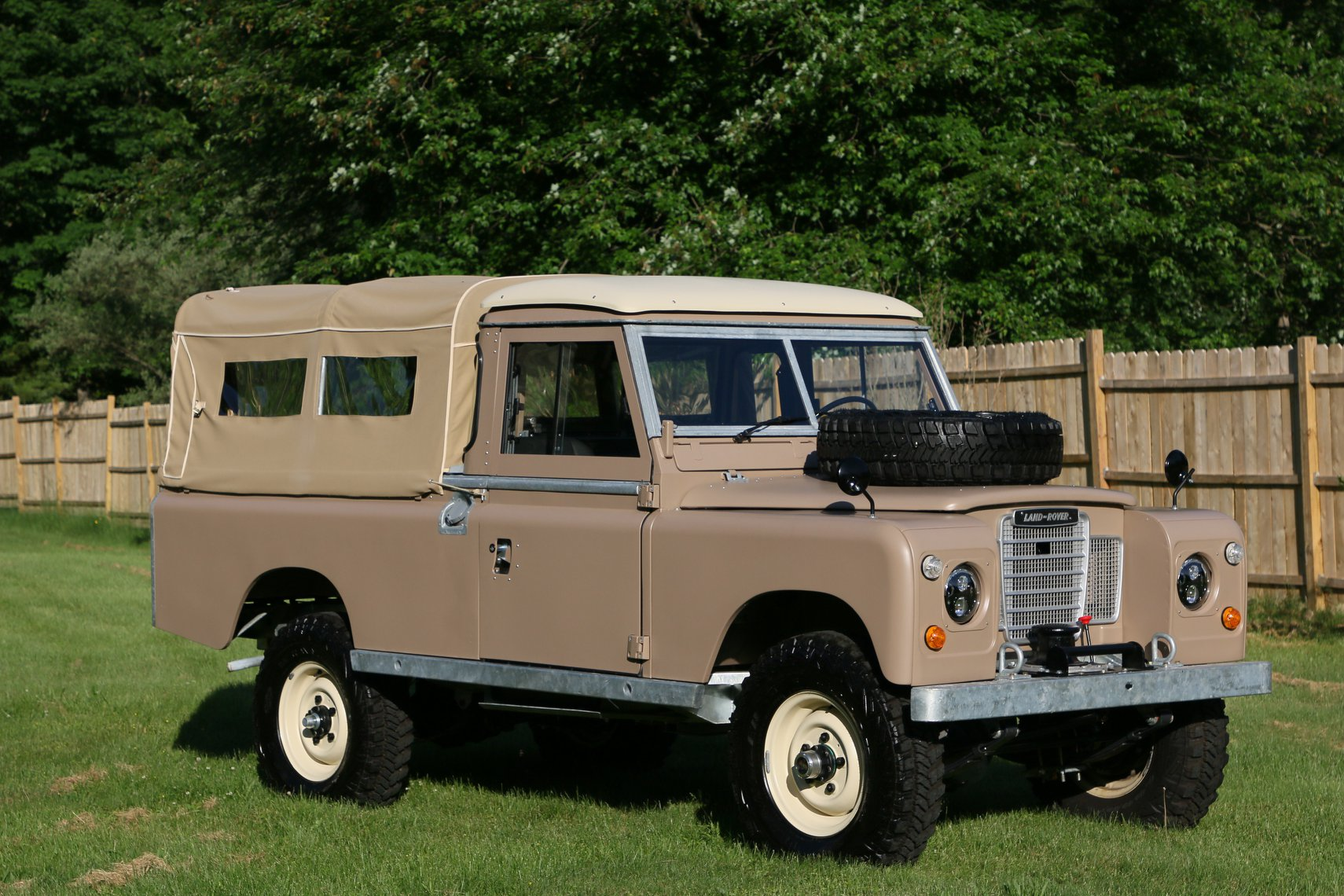 1972 Land Rover Series III 109