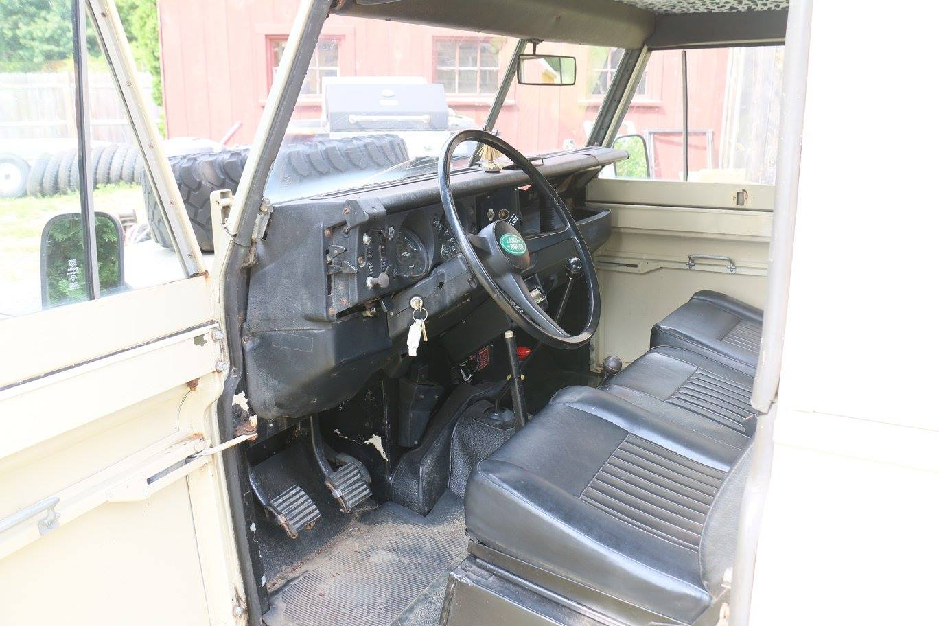 The Land Rover Series III interior was in poor shape. The upper and lower dash was full of cracks.
