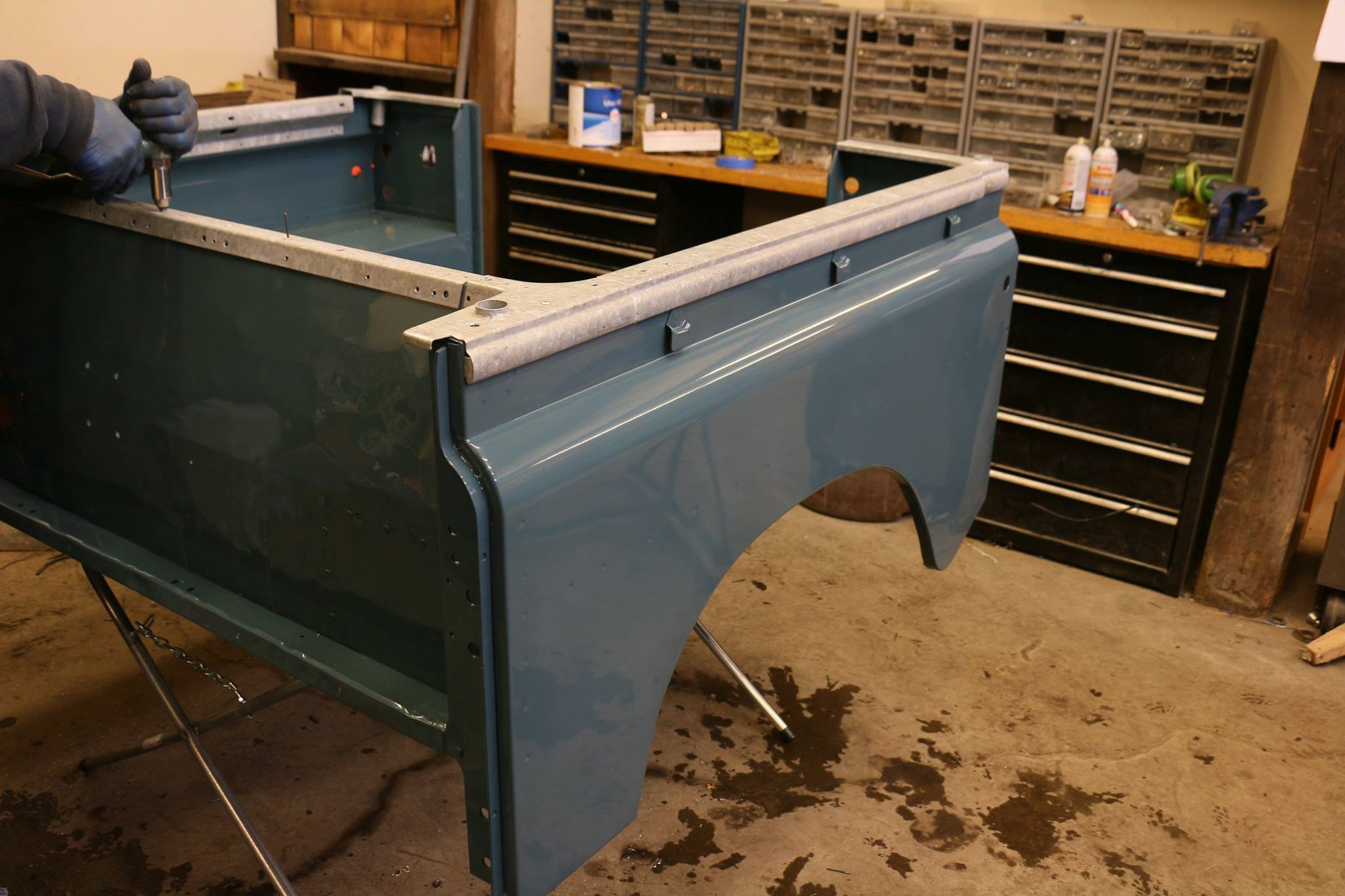 The rear tub was painted in Marine Blue Glasurit.