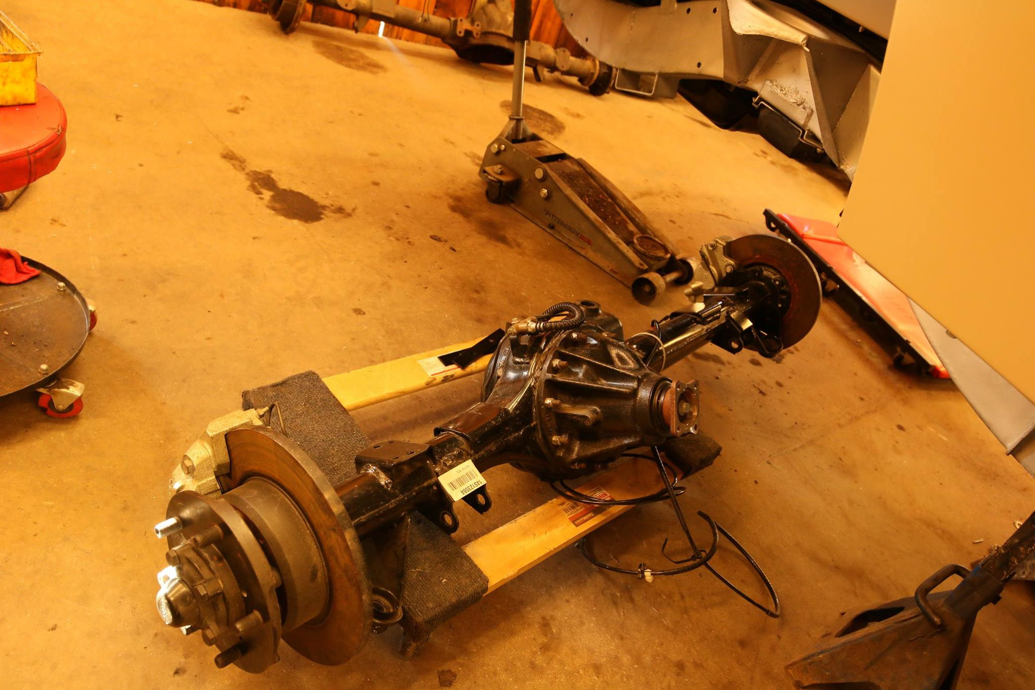 Brand new genuine Land Rover Defender 110 rear axle.