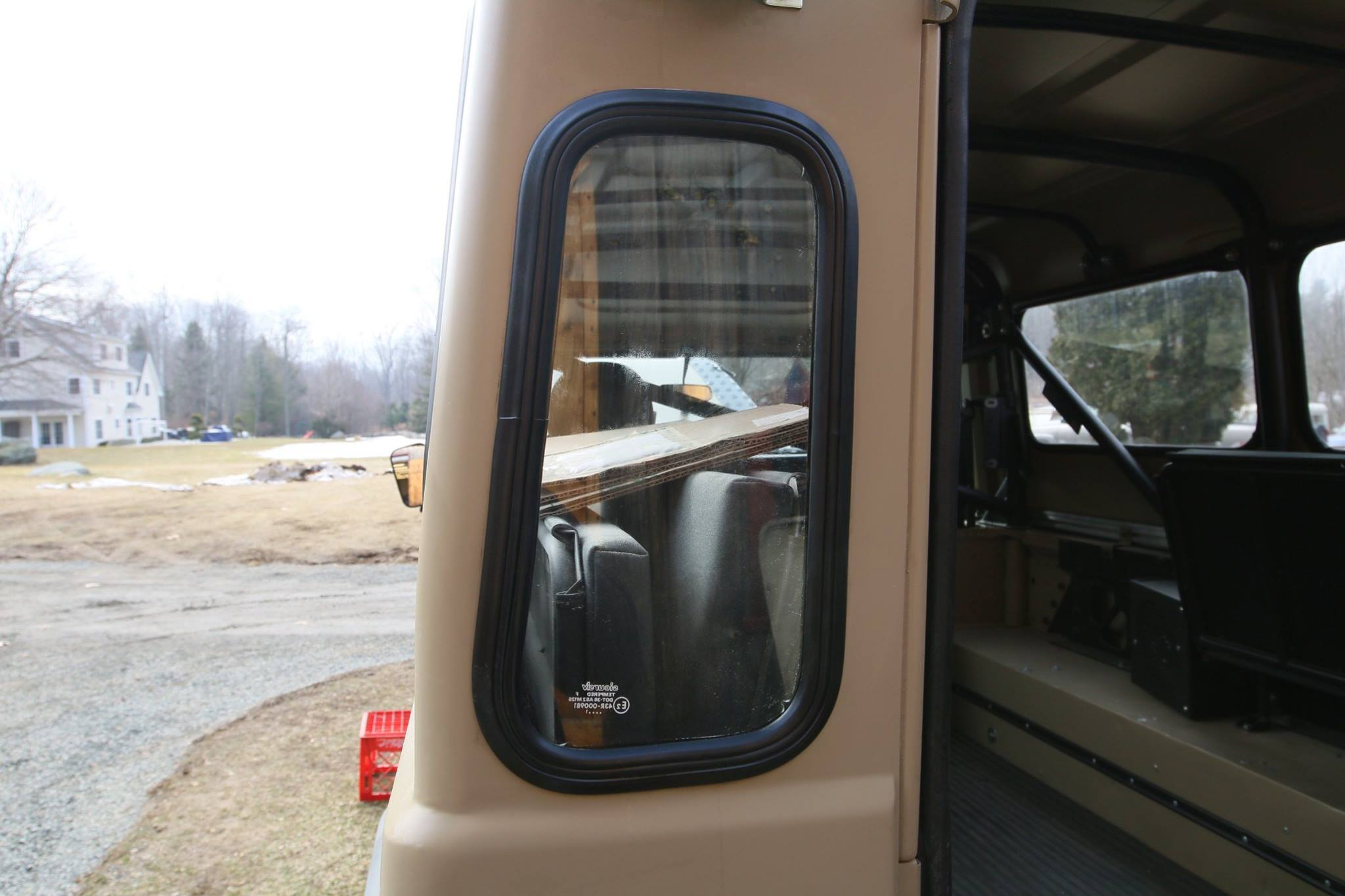 The rear windows are installed. This was much more tricky that it looks.